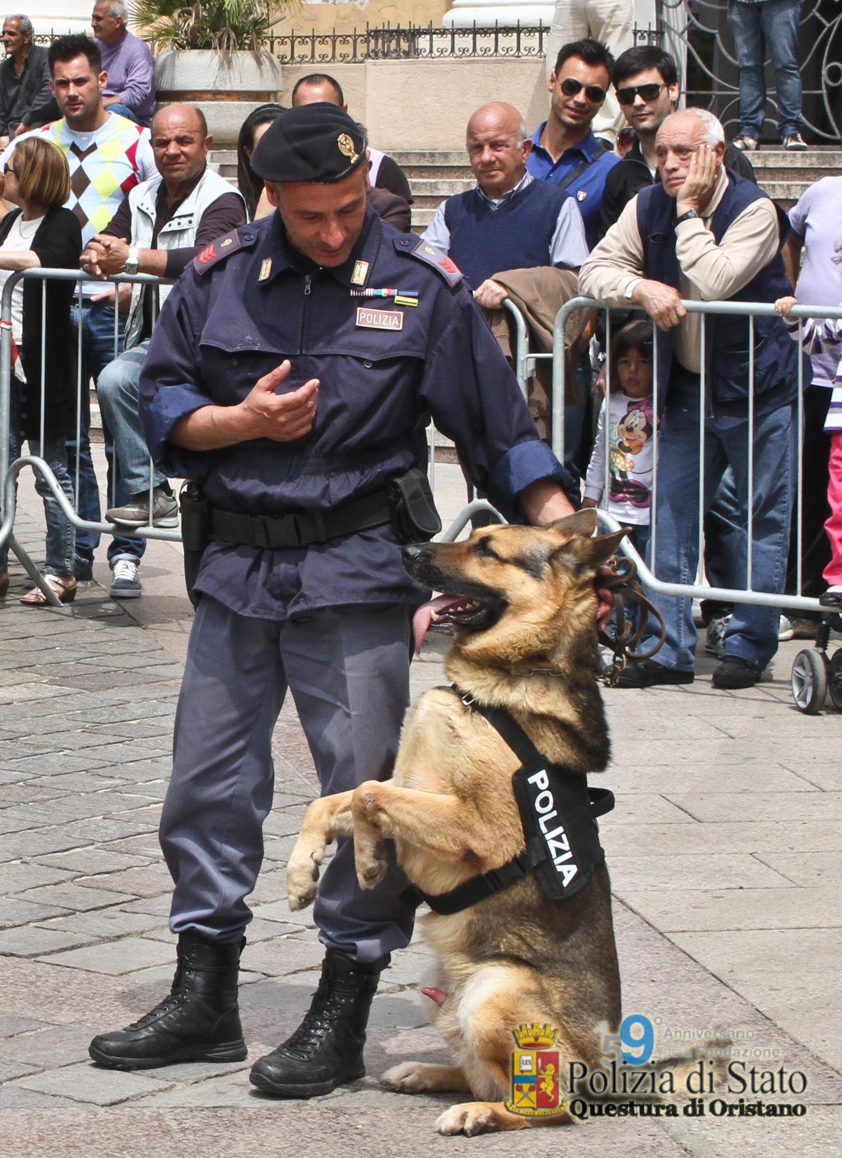 ORISTANO, Prosegue attività di prevenzione e contrasto spaccio della Polizia. Davanti agli istituti scolastici con la Squadra cinofili