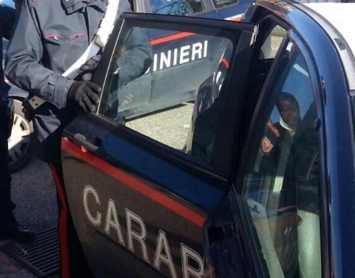 CAGLIARI, Carabinieri sorprendono tossicodipendente nei bagni del Pronto soccorso di Is Mirrionis. A Monserrato Colpi di pistola esplosi contro un auto