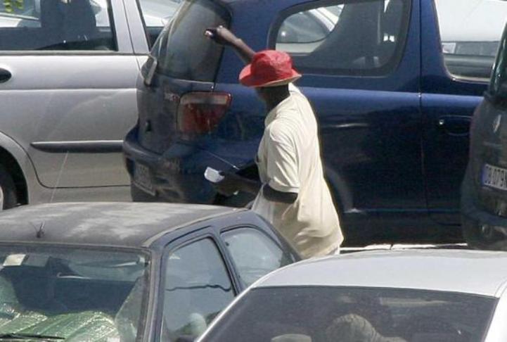 """IMMIGRAZIONE, Moriconi (Pd): """"Donne e anziani ostaggi dei parcheggiatori extracomunitari"""""""