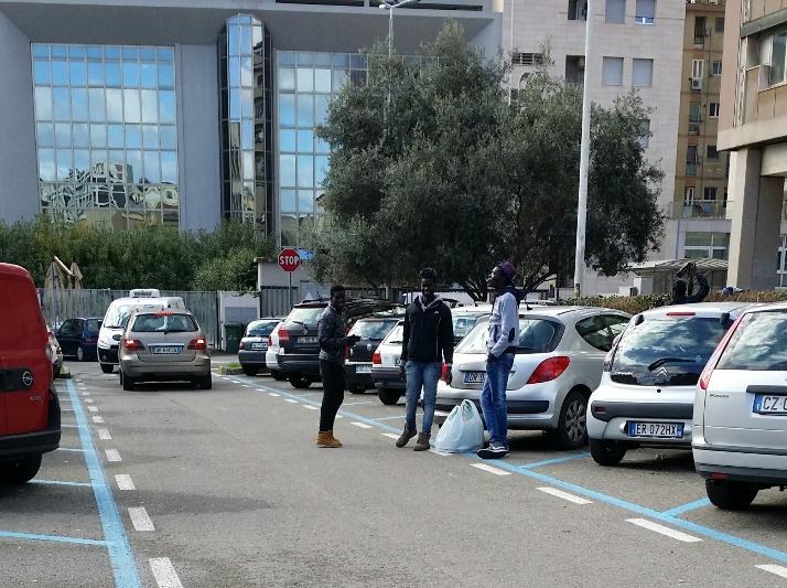IMMIGRAZIONE, Opposizione all'attacco dopo il racconto delle molestie subite in un parcheggio a Cagliari