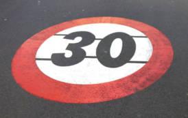"""Gli apprendisti stregoni della viabilità: dopo la pedonalizzazione di via Roma, arrivano le """"Zone 30"""" (Pierluigi Mannino)"""