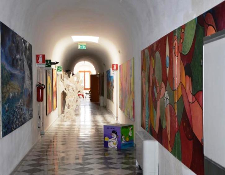 L'artista cagliaritano brancola in logiche dell'industria artistica e culturale del secolo passato (Domenico Di Caterino)