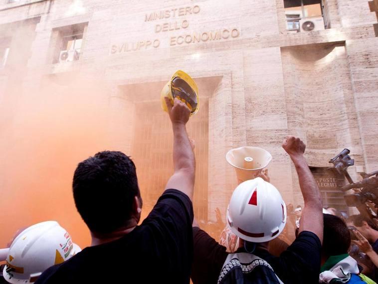 """Incidenti Alcoa: """"Non sono un black bloc, ma un padre che difende il diritto al lavoro"""" (Manolo Mureddu)"""