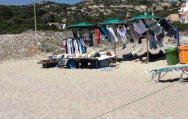 GALLURA, Le spiagge trasformate in un bazar del commercio abusivo