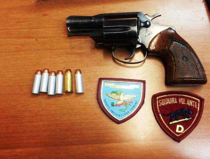 Pistola e falsa identità: Cagliari, due persone nei guai