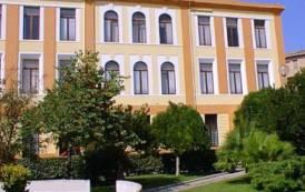 ARZACHENA, Utilizzava auto di servizio per fini privati: sospeso il responsabile dell'Ufficio legale del Comune