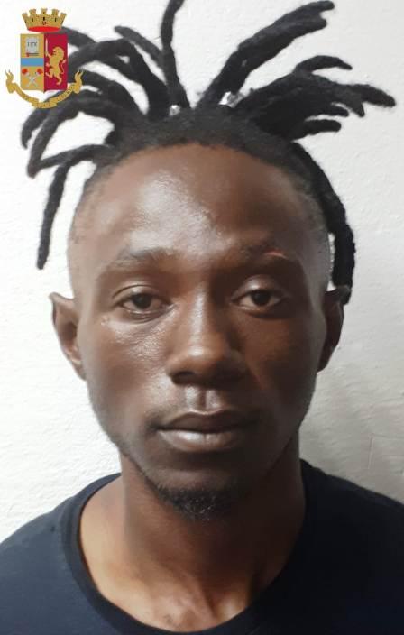 CAGLIARI, Tre giovani gambiani arrestati per spaccio e rapina: ospiti nello stabile occupato in via Riva di Ponente