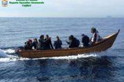 TEULADA, Torna il bel tempo, tornano gli algerini: intercettati dal Roan 10 clandestini a Cala Piombo