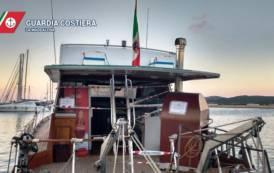 LA MADDALENA, Trasforma la barca in pizzeria galleggiante: sequestro e multa di 5.000 euro