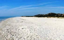 SINISCOLA, Due pulmini sulla spiaggia di Bèrchida (VIDEO)