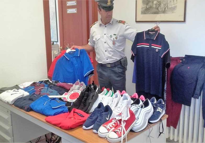 BOSA, Lotta all'abusivismo commerciale in spiaggia: sequestro di abbigliamento e sanzione da 5.000 euro