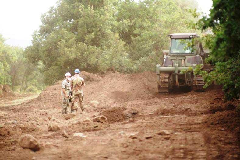 MACOMER, Brigata Sassari in campo contro gli incendi: il 5° reggimento genio realizza strisce tagliafuoco
