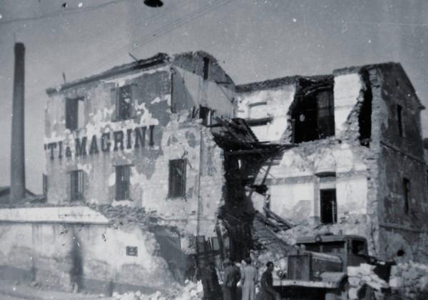 Cagliari, maggio 1943. Il Pastificio Magrini devastato dalle bombe statunitensi