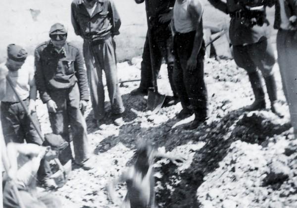 Vigili del Fuoco recuperano una bomba inesplosa in una via di Cagliari nel 1943