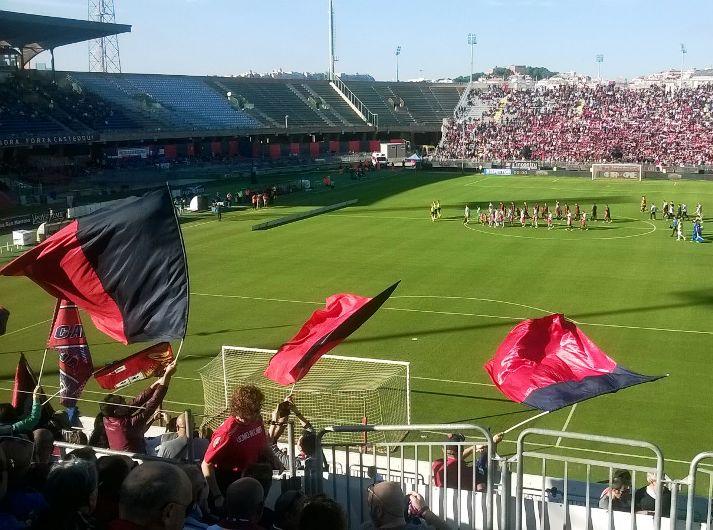 CALCIO, Doppietta di Joao Pedro, il Cagliari vince (2-1 al Modena) e vola solitario al primo posto