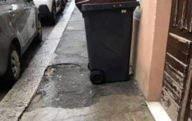Raccolta differenziata rifiuti: nuove barriere architettoniche per disabili ed anziani (Un invalido cagliaritano)