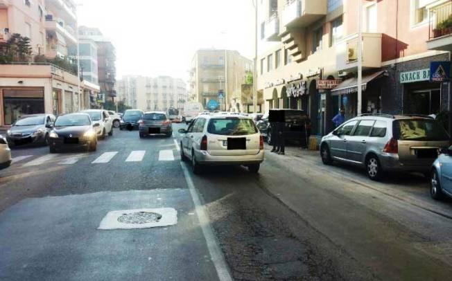 CAGLIARI, Nuove piste ciclabili mettono a rischio 1.500 parcheggi. Comune vuole rimediare con 'car e bike sharing'