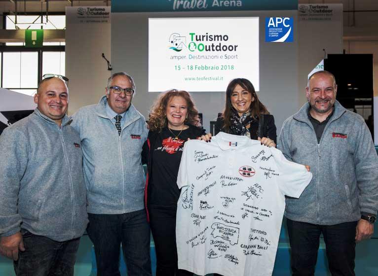 """SARDEGNA, """"Una maglia per il cuore"""": raccolta fondi dei camperisti per acquisto defibrillatori"""