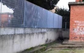 CAGLIARI, Recinzione nell'ex Circoscrizione di via Cinquini per contrastare il viavai di tossicodipendenti