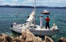 CAPRERA, Deceduto per cause naturali il velista 70enne, la barca era finita sugli scogli