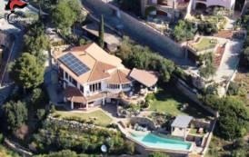 EDILIZIA, Sequestrati due immobili turistici a San Vito e Chia: 4 persone denunciate
