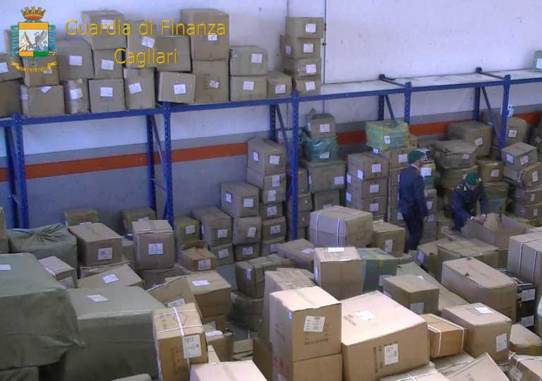 Guardia di Finanza, sequestrati quasi 210 000 prodotti contraffatti. Denunciate due persone