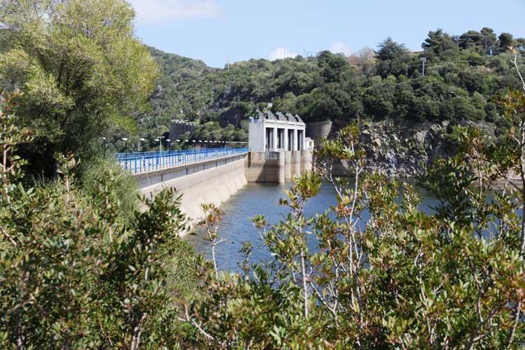 In Sardegna l'acqua dà più da mangiare che da bere (Stefano Deliperi)
