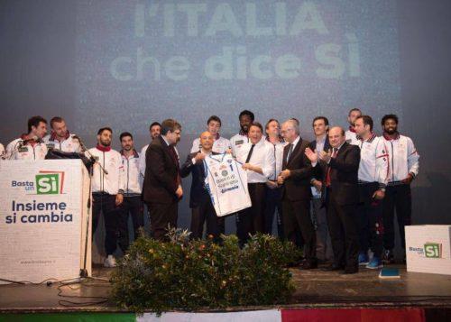 """SASSARI, Dinamo sul palco con Renzi. Zedda (FI): """"Brutta pagina"""". """"Orrù: """"Tifosi si ribellino votando no al Referendum"""""""