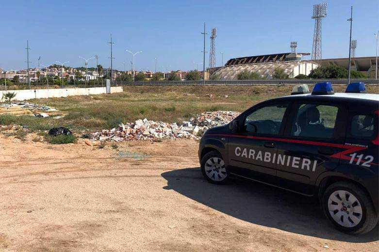 Incivili a CAGLIARI, discarica vicino all'Arena grandi eventi del quartiere Sant'Elia