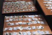 CAGLIARI, Sfugge agli agenti, ma 'perde' 578 bustine piene di marihuana
