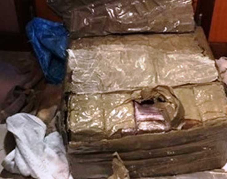 SARDEGNA, Galleggiava in acqua a sud di Capo Teulada: sequestrato pacco con 30 chili di hashish