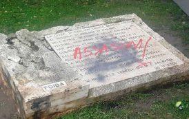 CAGLIARI, Deturpata con una scritta la lapide in memoria dei Martiri delle Foibe