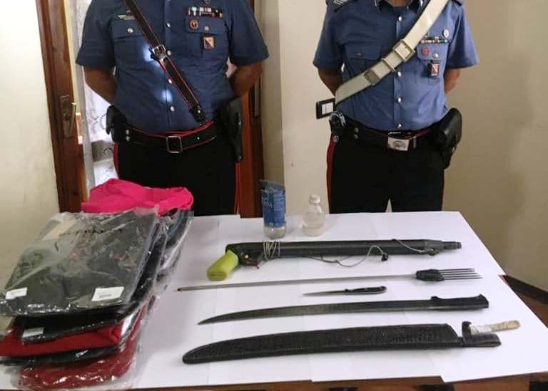 CAGLIARI, A bordo dell'auto con machete e fucile subacqueo: denunciato pregiudicato 36enne