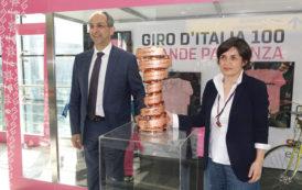 GIRO D'ITALIA, Cimeli in mostra all'aeroporto di Cagliari in attesa del via alla corsa rosa
