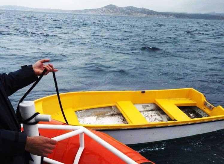 SANTA TERESA GALLURA, Un ragazzo su un natante alla deriva è stato salvato dalla Guardia Costiera