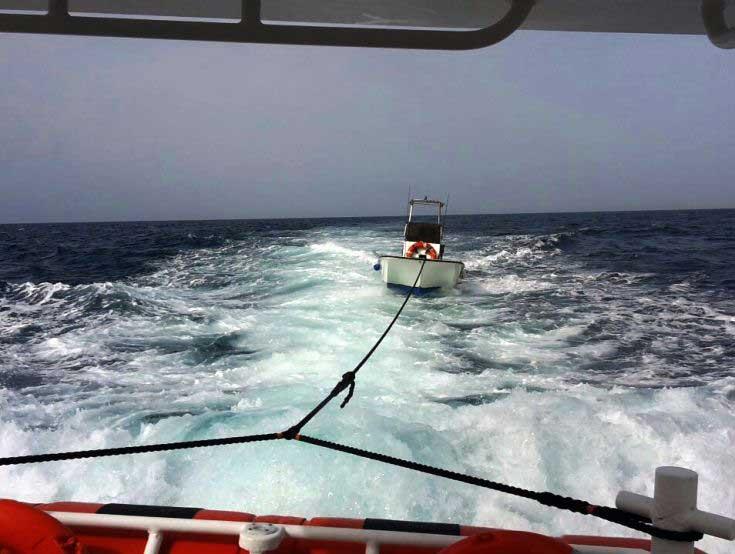 LA MADDALENA, Soccorso un giovane maddalenino sulla barca alla deriva