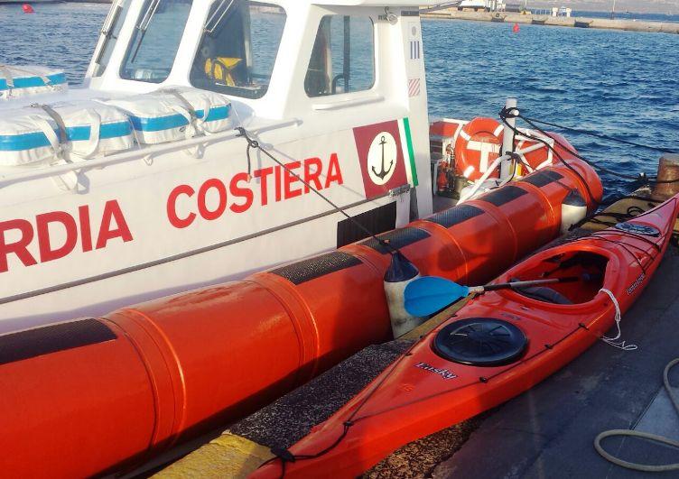 CAPRERA, Guardia costiera di La Maddalena soccorre canoista britannico in difficoltà