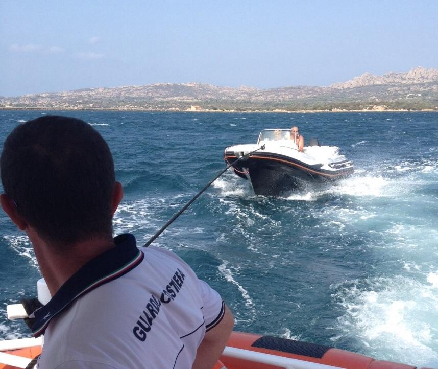 PALAU, Operazione di soccorso della Guardia Costiera di La Maddalena: recuperato un gommone con due turisti belgi a bordo