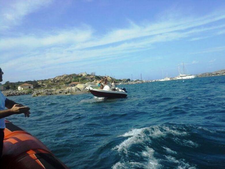 LA MADDALENA, Sei diportisti salvati dopo aver sbattuto con la barca contro uno scoglio di Capo Vaticano
