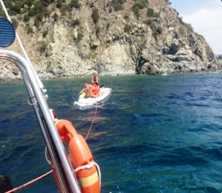 VILLASIMIUS, Guardia costiera soccorre due barche, sanziona un noleggiatore abusivo e rimuove reti dal fondale dell'Area protetta