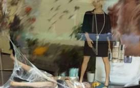 ISTANTANEA, Halloween e violenza sulle donne, insieme in una vetrina di dubbio gusto