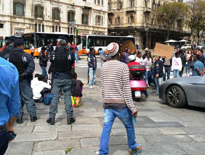 """IMMIGRAZIONE, Protesta terminata, restano problemi identificazione. Nuove disposizioni ministeriali: """"Usate forza ma con cura"""""""