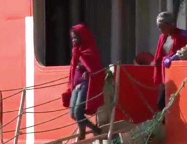 CAGLIARI, Arrivano 900 immigrati accompagnati dalla nave privata Siem Pilot. Torna la polemica politica