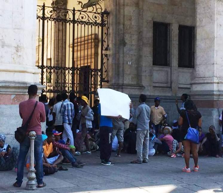 CAGLIARI, Sindaco Zedda si desta: trasferimento degli immigrati alla Fiera e fine bivacchi in piazza Matteotti e via Roma. Quanto durerà?