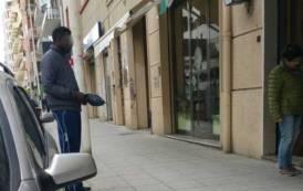 """NUORO, CasaPound: """"Tanti immigrati fanno accattonaggio in città, ma i centri di accoglienza sono lontani"""""""