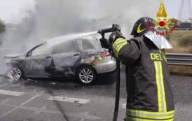 MONASTIR, Auto in fiamme nella statale 131 (VIDEO)