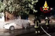 ASSEMINI, Auto in fiamme in via Sicilia (VIDEO)