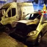 CAGLIARI, In fiamme un furgone e due auto in piazza Salento (VIDEO)
