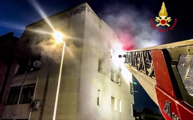 CAGLIARI, Litiga con la convivente e dà fuoco alla casa: denunciato pregiudicato 43enne