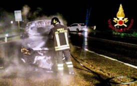 QUARTUCCIU, In fiamme un'auto sulla SS 125